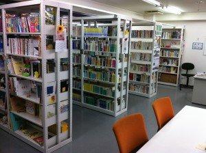 ちば銀座図書館の本棚の様子