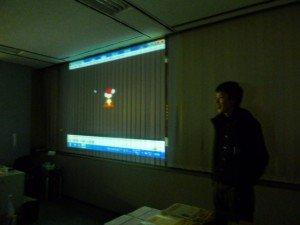 鶴谷さんが司会で始まった、毎年恒例のFLNの一年を振り返るOYAKATA MOVIEの始まり。