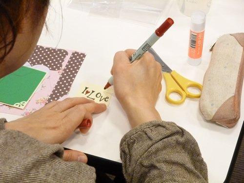 同じ素材を使っていても手で文字を書いたりするので完成品が異なるのも楽しさのひとつです。