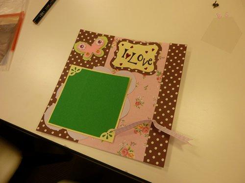 出来た作品の一例。緑の部分に好きな写真を挟み込むことができます。