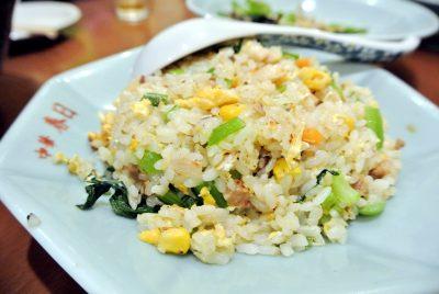 中華 春日の「小松菜入黄金焼飯」
